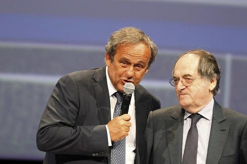 UEFA-Präsident Michel Platini und Noel Le Graet (Präsident des Französischen Fußballverbands FFF) während der Enthüllung des EURO 2016 Logos und Slogans im Juni 2013 in Paris (Foto: ©UEFA)
