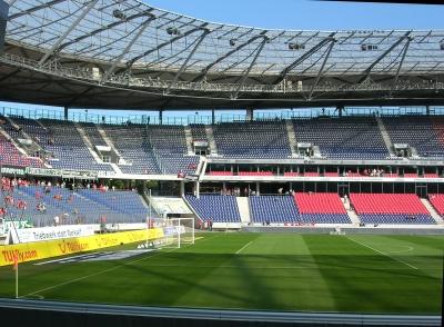 HDI-Arena Hannover: Für Mirko Slomka bald kein Arbeitsplatz mehr...(Foto: Birgit Winter  / pixelio.de)