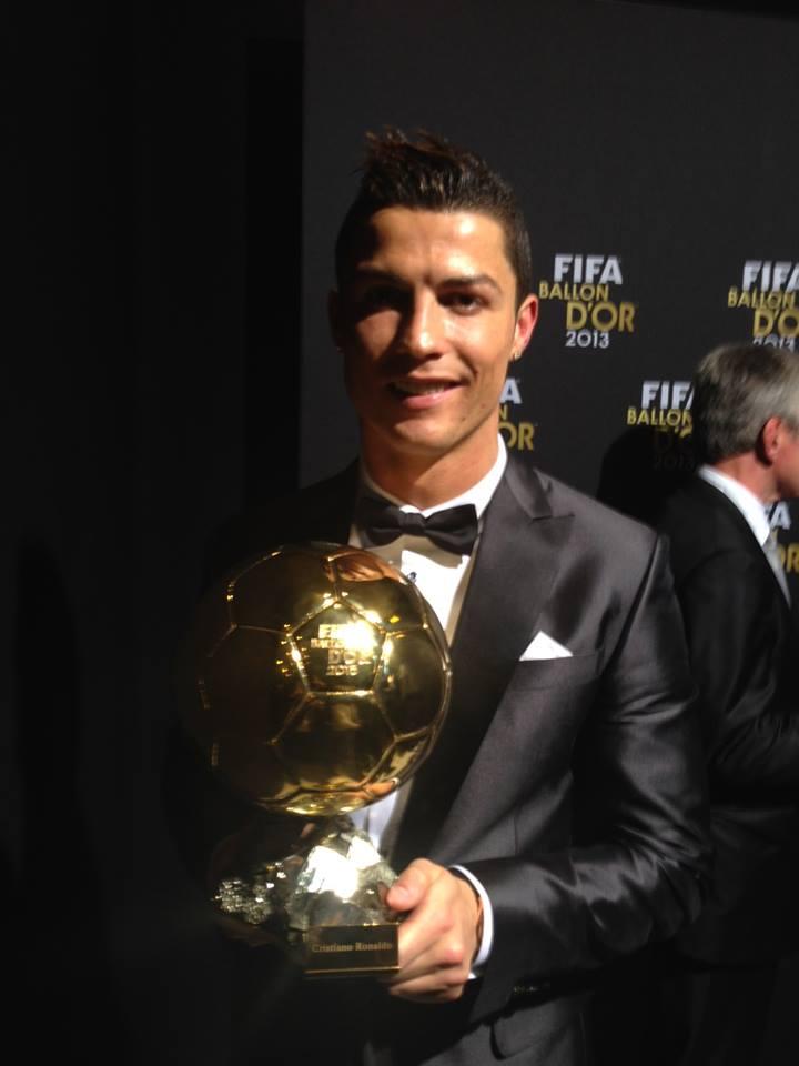 Cristiano Ronaldo mit dem Ballon d'Or! (Foto: Facebook/www.facebook.com/Cristiano)