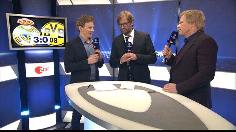 Immer wieder ZDF-Zoff mit Klopp (Mitte): Moderator Jochen Breyer (l.) und Experte Oliver Kahn (Foto: www.facebook.com/ZDFsport)