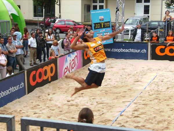 Gekaufte Fans beim Beachvolleyball-Turnier in Katar! (Foto: mkellenberger  / pixelio.de)